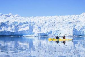 Kayaking along the glacier