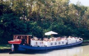 River boats, barges and other vessels for charter on rivers and canals