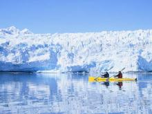 Kayaking along the glacier